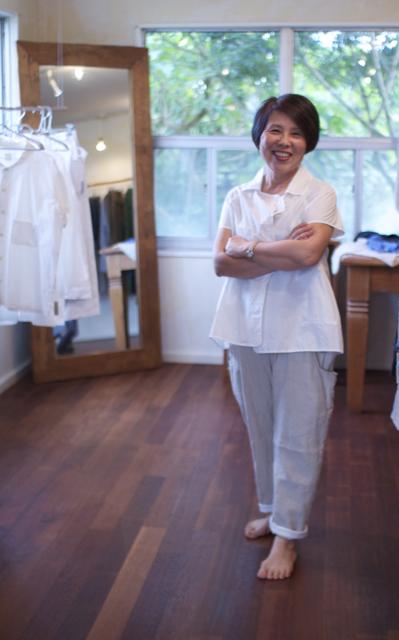 mon sakata 白シャツ