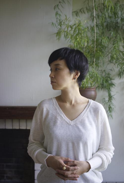 humoresque V-neck pullover (white)