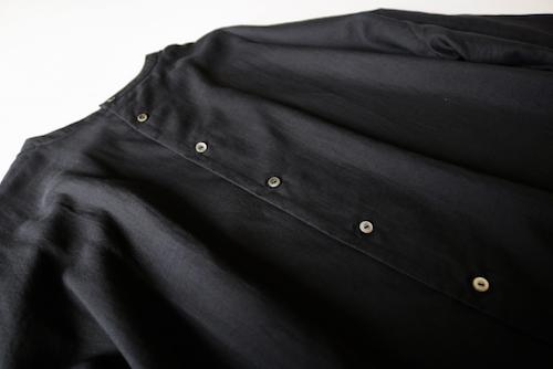 ARTS&SCIENCE  Back open boxy blouse アーツ&サイエンス 通販 ブラウス