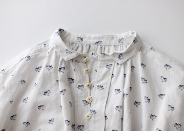 Mini collar gather shirt