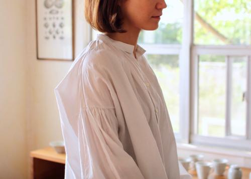 gather blouse - smoke white