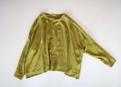 Shoulder button big slip-on blouse peridot