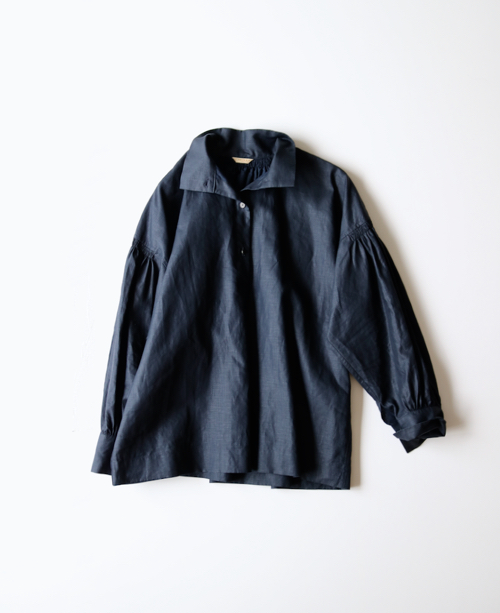 ARTS&SCIENCE  Roll collar gather blouse
