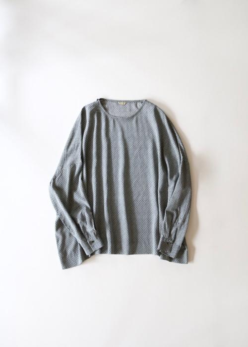 ARTS&SCIENCE Shoulder button big slip-on blouse