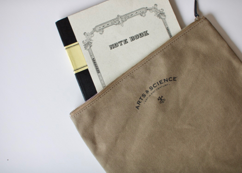 ARTS&SCIENCE pouch