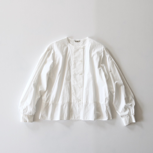 ARTS&SCIENCE Back tuck blouse  - off white - 通販 アーツ&サイエンス