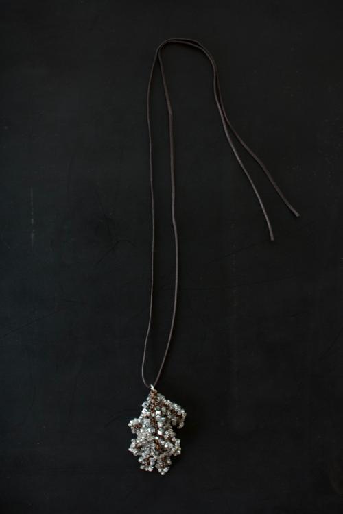 Turtle Forest Swarovski crystal ネックレス