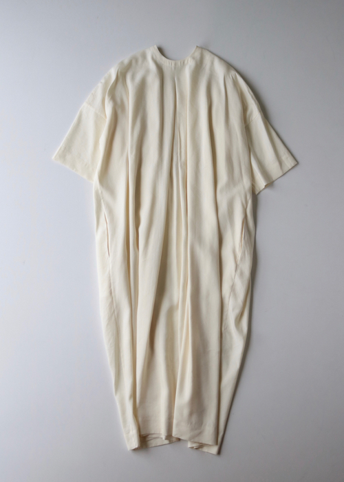 ARTS&SCIENCE  V neck smocking dress middle sleeve Shoka: 通販