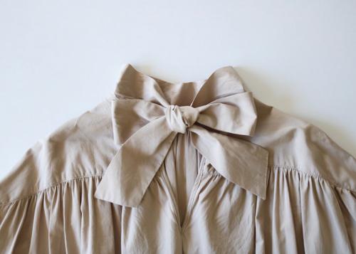 Back ribbon gather dress sand beige