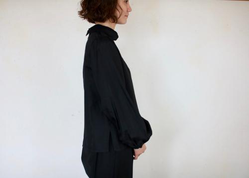 highneck blouse puff